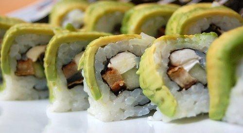 sushi-roll-1321041.jpg